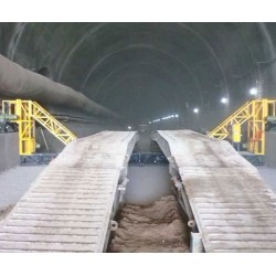 ST型高铁隧道全幅摊铺机